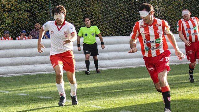 Foto: Braian pereyra y Oscar Moreno disputan la pelota.